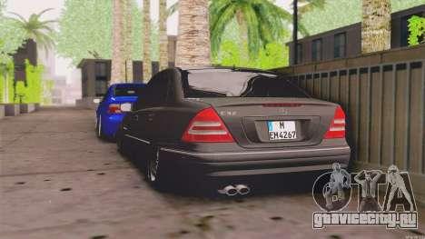 Mercedes-Benz C32 AMG для GTA San Andreas вид сзади слева